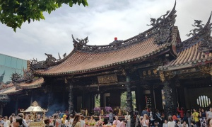 Traveling Taipei: A Trip from Seoul to Taipei Taiwan on Buddha's Birthday long weekend from Seoul, South Korea. A new expat couple learning about eachother and the world!