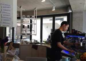 We took a sunny Sunday in Seoul and set out to find a hidden gem and latte art.  We were not disappointed when we stumbled upon 씨스루 C.THROUGH Cafe!