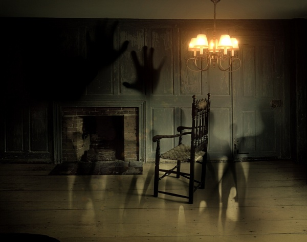 ghosts in an old house, Séance Toronto